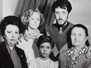 «Родным» Виталия Манского выдали прокатное удостоверение