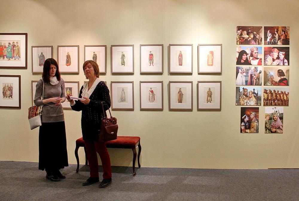 Открылась выставка «К 100-летию Ольги Семёновны Кручининой»