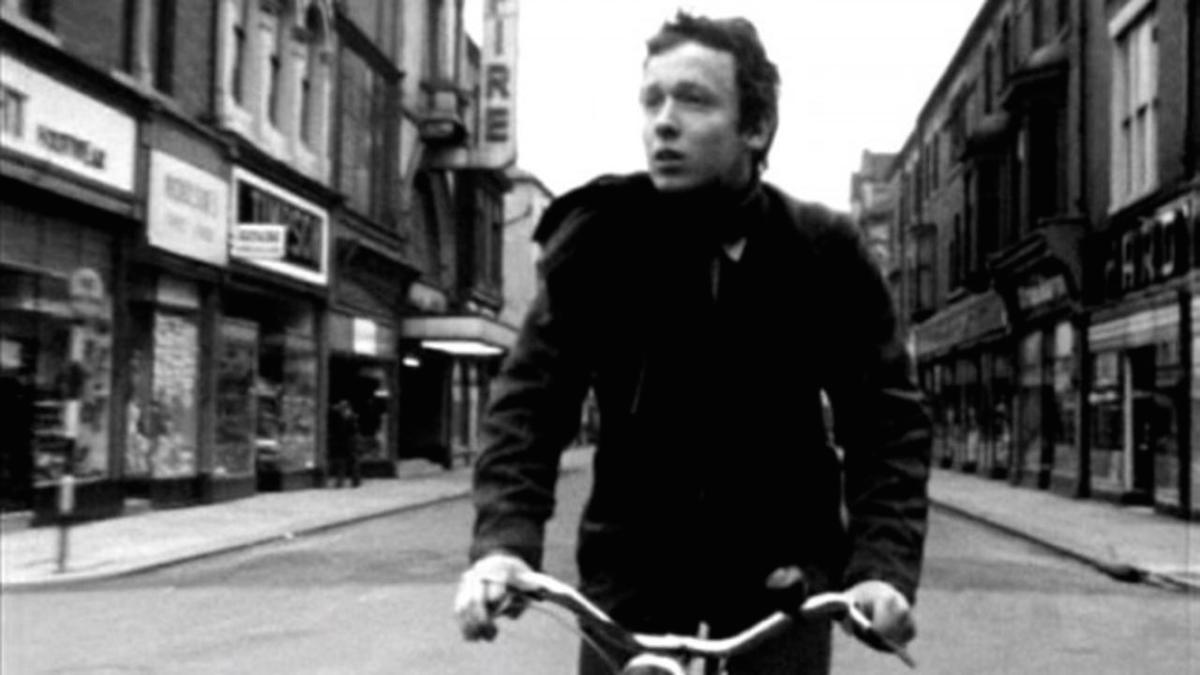 Парень и велосипед